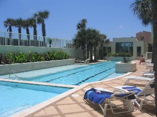 Beachfront, newly remodeled Ocean Grove w/ shared pool & ocean views!, Tiki Island