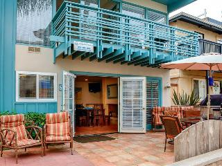Beach duplex w/private courtyard, close to the sand & surf!