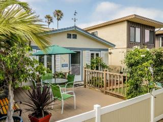 Relaxing beach cottage w/fenced-in patio & BBQ set. Just blocks from boardwalk!, San Diego