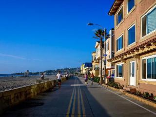 Mission Beach getaway w/classic decor on boardwalk & surf!, San Diego
