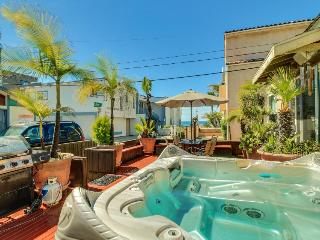 Charming Mission Beach cottage w/private hot tub & patio!, San Diego