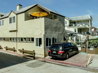 Airy cottage w/minimal decor, down the street from beach!, San Diego