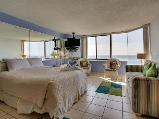 Oceanfront condo w/ gorgeous views, shared hot tub & pool, easy beach access!, Panama City Beach