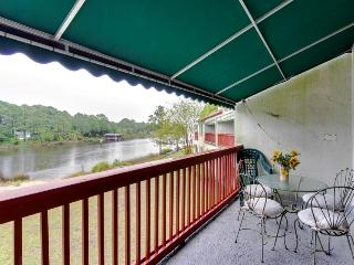 Space for 8 across from the beach w/ pool, sauna, tennis, Panama City Beach