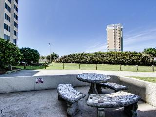 Cozy efficiency condo w/ shared pools, a gym & direct beach access on the Gulf!