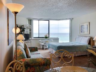 Oceanfront condo w/ ocean views & shared pool - snowbirds welcome!