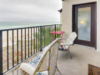 Bright, oceanfront retreat w/ shared swimming pool - snowbirds welcome!