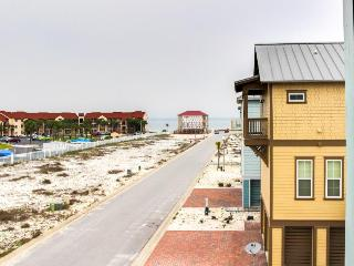 New home w/ beach, pool, hot tub access & lovely ocean views, Navarre