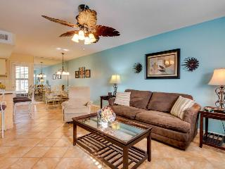 Luxurious townhouse close to private beach, pools, mini-golf, Panama City Beach