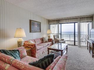 Oceanfront condo with a private balcony and shared swimming pools!, Panama City Beach
