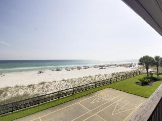 Oceanfront condo with Gulf views, close beach access & shared pool!, Panama City Beach