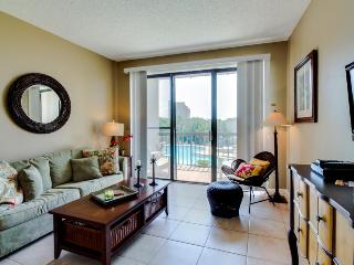 Pirates' Bay studio w/ boat slip, shared pool, & bay views - snowbirds welcome!, Fort Walton Beach