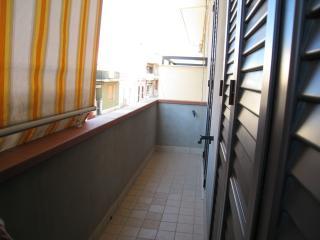 Balcone di 1 metro di larghezza che si può accedere dalla camera matrimoniale o dalla cucina