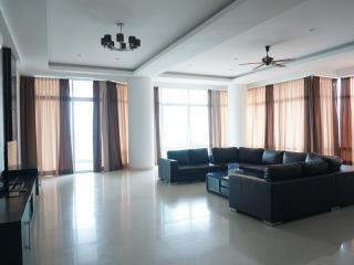 Holiday Residence Executive 4bedrooms Suite, George Town