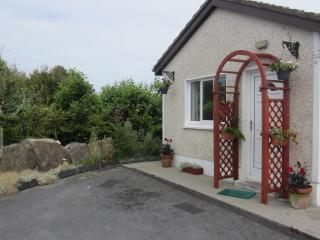 BARNA GALWAY HOT-TUB STUDIO FOR TWO near Golf and Sea
