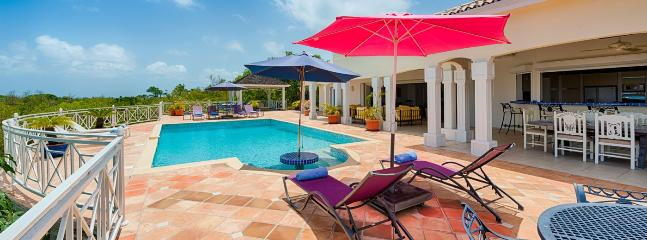 Villa Oceane SPECIAL OFFER: St. Martin Villa 148 An Extensive Terrace And A Large Pool With Built-in Table At The Shallow End, Perfect For Relaxing And Cooling Off., Terres Basses
