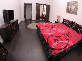 2 bedrooms and livingroom Ekaterininskaya 24, Odessa