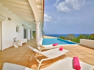 SUMMER HILL... large affordable villa in quiet location yet close to all the fun!, bahía de Simpson