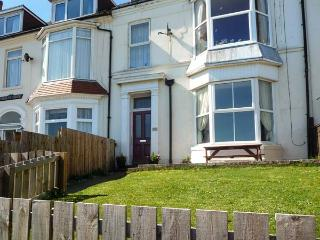BAY VIEW APARTMENT, pet friendly, with a garden in Hornsea, Ref 923799