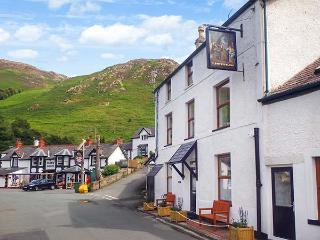 THE OLD INN, ground floor, WiFi, great walking base near village pub