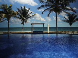3 Bedroom Beachfront Condo with Stunnung Views!, Puerto Morelos