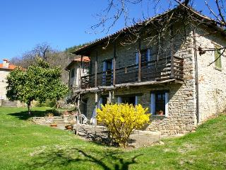 COUNTRY APARTMENT WITH POOL, Cortemilia