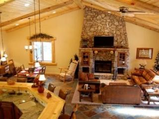 Eden Mountain Lodge:Luxury Home w/ Spa, Pool Table