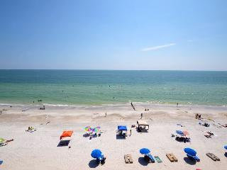 Las Brisas 502 Top Floor Gulf Front Condo - 50 inch Plasma TV and Free WiFi !, Madeira Beach