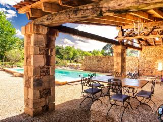 18th century Cottage, private heated pool and Spa, Cendrieux
