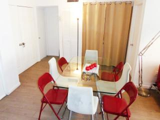 Dining room (8 to 10 seats)