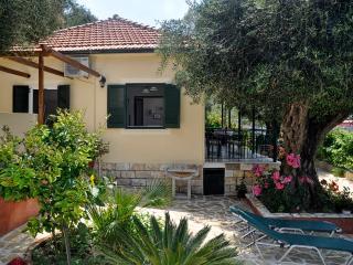 Maria's beach garden apartment A, Agios Gordios