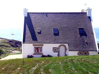 Valentin 33537 villa for 8 people with jacuzzi and sauna at 50 mtr. from the sea, Doelan