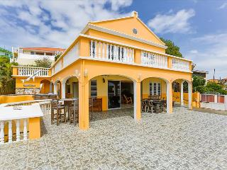 Villa Bel Air with amazing bay view, Willemstad