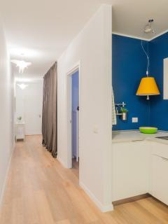Laundry space behind the curtain. Buanderie derrière le rideau. Wäscheservice, hinter dem Vorhang.