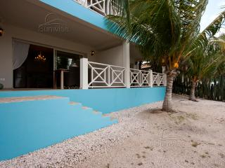 El Trupial, a lovely waterfront apartment  on the ground floor at Ocean Breeze R