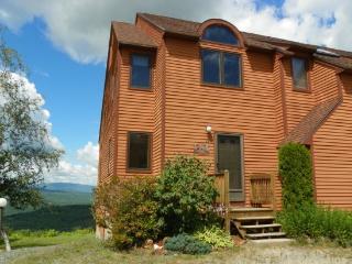 Waterville Estates Condo with Mountain Views sleeping 8, Campton