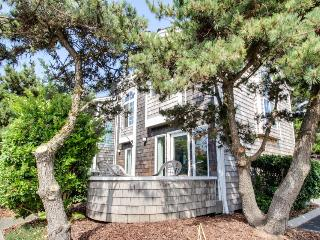 Dog-friendly oceanside home - walk to beach!, Cannon Beach