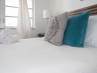 2 Bedroom apartment 209 - right across the Ocean, Miami Beach