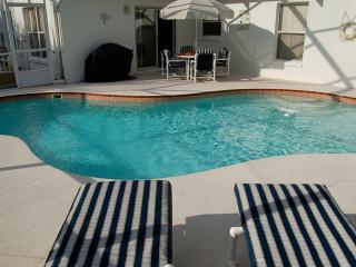 3 bedroom home private pool near Disney I4 & shops