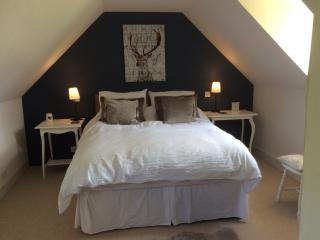 3 good sized double bedrooms with Egyptian cotton sheets.