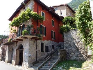 Casa Lua, Lake Como view, 10 metres from shore, Carate Urio