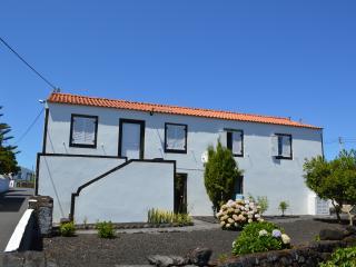 Casa da Hortênsia- Pico Island; Alojamento ideal para família ou amigos