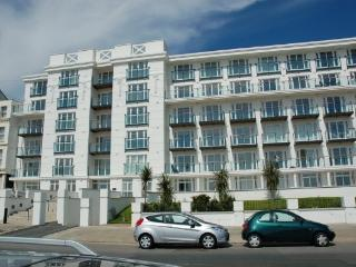 Verona - Centrally located modern apartment, Douglas