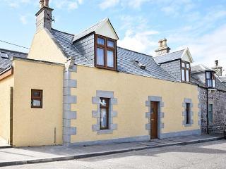 FAILTE, quality coastal cottage, woodburner, en-suite, patio, Portknockie Ref 921533