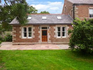HOLLY LODGE, woodburner, WiFi, pets welcome, private patio, in, Appleby-in-Westmorland