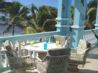 C2 Beachside With Large Veranda!, San Pedro