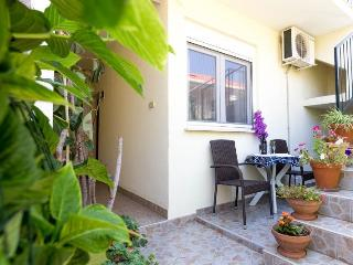 Dubrovnik, great apartment for 2 in nice garden  !