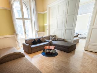"Three-Bedroom Apartment ""DOROTTYA"", Budapeste"