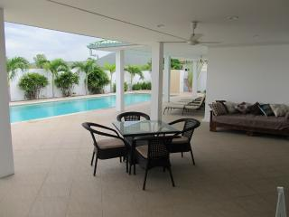 Home Beach Pool Villa, Pak Nam Pran
