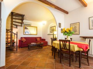 apartment for 4/5 persons  GINESTRA, Rome